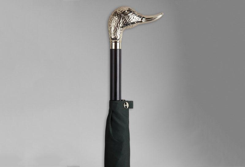 2. Burberry Nubuck Ostrick Handle Umbrella - giá: 850 USD (tương đương 19,24 triệu đồng).