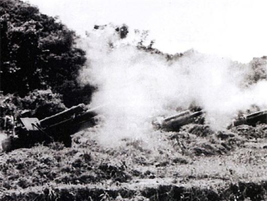 Pháo binh ta đồng loạt tiến công quân Pháp ở Điện Biên Phủ. (ảnh: tư liệu)