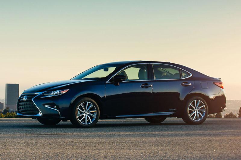 7. Lexus ES 2017.