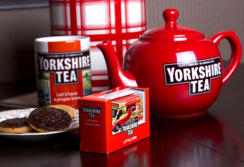 9. Yorkshire tea. Loại trà đen được sản xuất bởi The Bettys & Taylors Group. Đây là nhãn hiệu trà phổ biến thứ ba ở Anh và được Charles Edward Taylor giới thiệu vào năm 1886.