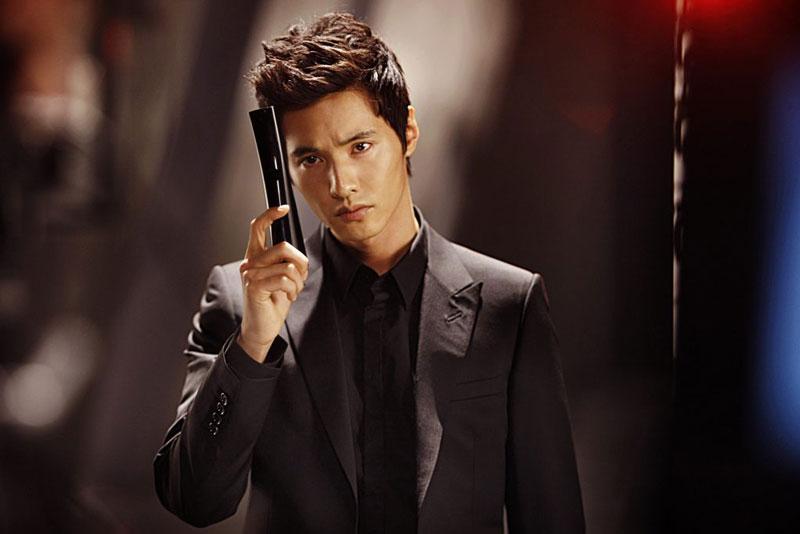 8. Won Bin. Sinh năm 1977 tại tỉnh Gangwon, Hàn Quốc. Với vẻ ngoài điển trai, nam tính, và tài năng diễn xuất tốt, anh được xem là một trong những diễn viên Hàn Quốc nổi tiếng nhất châu Á.