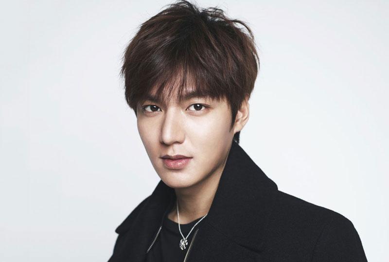 """1. Lee Min-ho. Diễn viên, người mẫu sinh năm 1987 ở Thủ đô Seoul, Hàn Quốc. Anh bắt đầu được chú ý với vai Goo Jun Pyo trong phim truyền hình """"Vườn sao băng"""" (2009)."""