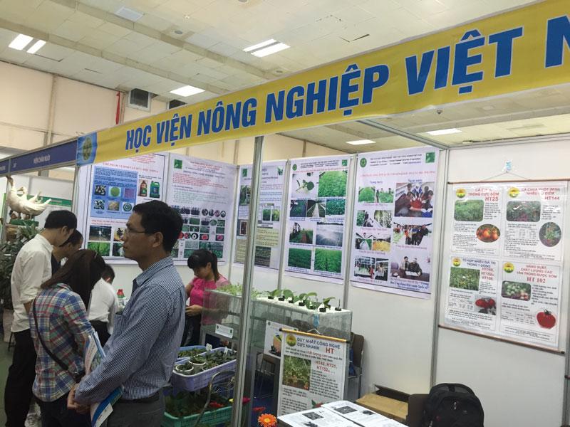3. Học viện Nông nghiệp Việt Nam (VNUA). Trường đại học chuyên về nông nghiệp đóng ở thị trấn Trâu Quỳ, huyện Gia Lâm, ngoại thành Hà Nội (cách trung tâm thành phố Hà Nội 12 km).