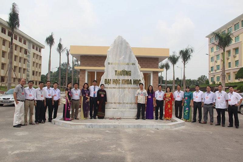 8. Đại học Thái Nguyên. Là trường đại học cấp vùng của Việt Nam, đặt ở Thái Nguyên. Đây là cơ sở giáo dục đại học đa ngành, đa lĩnh vực. Trường nhận nhiệm vụ đào tạo ra nguồn nhân lực cho các trường đại học, cao đẳng, trung học chuyên nghiệp, dạy nghề, nghiên cứu, chuyển giao khoa học công nghệ góp phần phát triển kinh tế xã hội và đảm bảo an ninh quốc phòng cho các tỉnh trung du và miền núi phía Bắc Việt Nam.