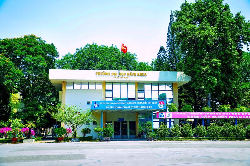 9. Đại học Bách khoa TP HCM. Trường đại học kỹ thuật đầu ngành tại miền Nam Việt Nam và là trường đại học trọng điểm quốc gia Việt Nam trực thuộc Đại học Quốc gia thành phố Hồ Chí Minh. Đây cũng là một trong những trường đại học có diện tích lớn nhất thành phố mang tên Bác.