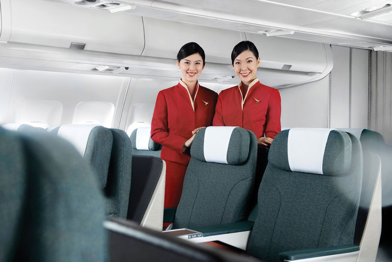 5. Cathay Pacific. Là hãng hàng không quốc gia của Hong Kong (Trung Quốc). Ngoài việc nổi tiếng là một trong những hãng hàng không tốt nhất châu Á, Cathay Pacific còn gây tiếng vang nhờ những tiêp viên xinh xắn.