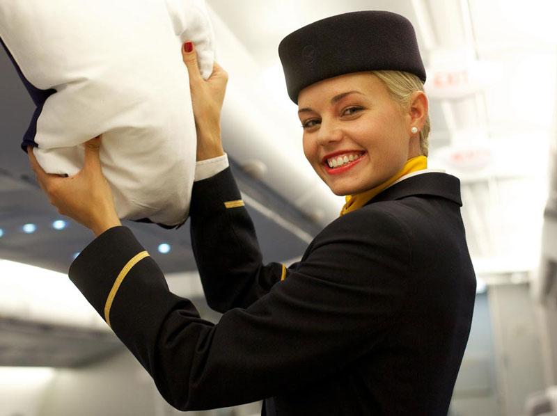 8. Lufthansa. Là hãng hàng không lớn nhất nước Đức có trụ sở ở thành phố Cologne. Hãng nổi tiếng với phong cách phụ vụ chuyên nghiệp cùng những tiếp viên dễ thương, vui vẻ.