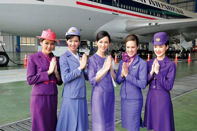 9. Thai Airways International. Hãng hàng không quốc gia của Thái Lan, hoạt động chính tại Sân bay Quốc tế Suvarnabhumi Bangkok. Không những tạo ấn tượng cho du khách bởi phong cách phục vụ chu đáo mà hãng hàng không này còn có những tiếp viên rất quyến rũ.
