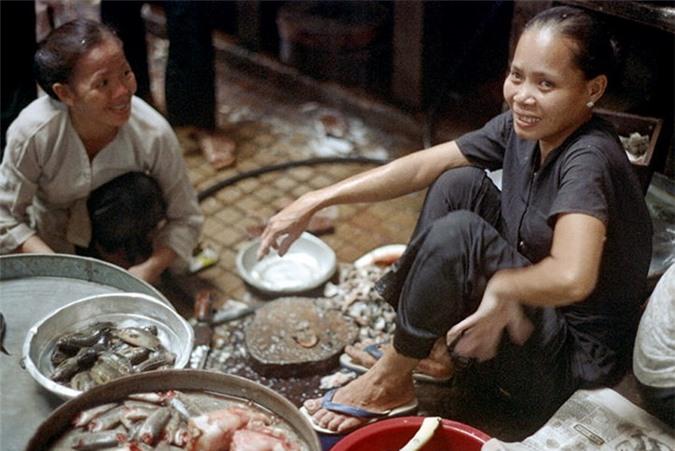 Loat anh doc ben trong cho Ben Thanh nam 1973 (2)-Hinh-10