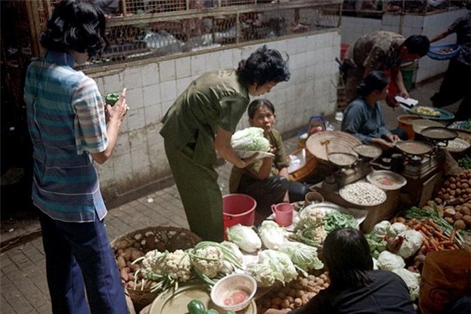 Loat anh doc ben trong cho Ben Thanh nam 1973 (2)-Hinh-11