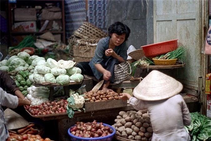 Loat anh doc ben trong cho Ben Thanh nam 1973 (2)-Hinh-12