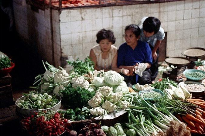 Loat anh doc ben trong cho Ben Thanh nam 1973 (2)-Hinh-13
