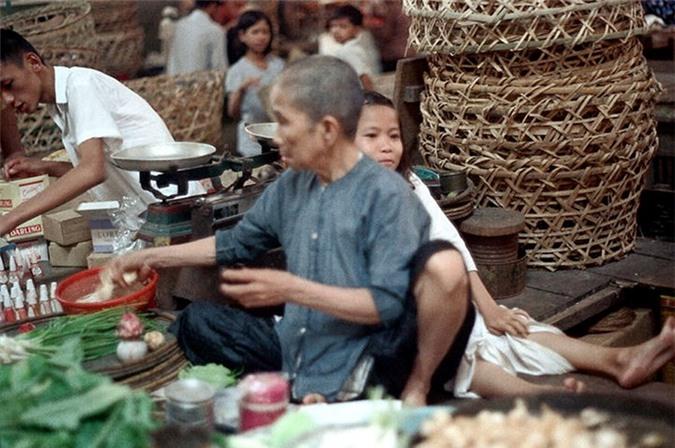 Loat anh doc ben trong cho Ben Thanh nam 1973 (2)-Hinh-17