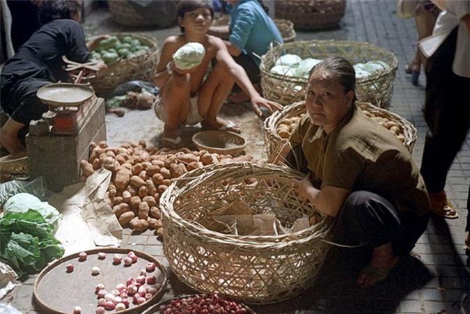 Loat anh doc ben trong cho Ben Thanh nam 1973 (2)-Hinh-18