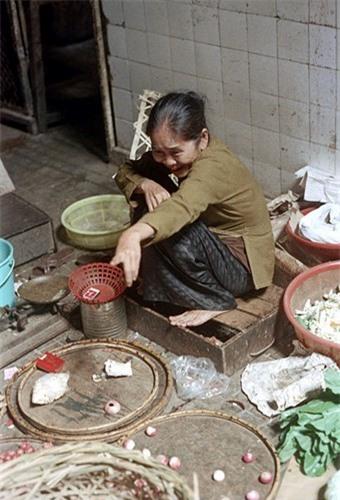 Loat anh doc ben trong cho Ben Thanh nam 1973 (2)-Hinh-20
