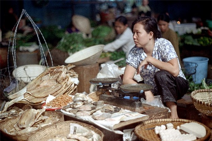 Loat anh doc ben trong cho Ben Thanh nam 1973 (2)-Hinh-4