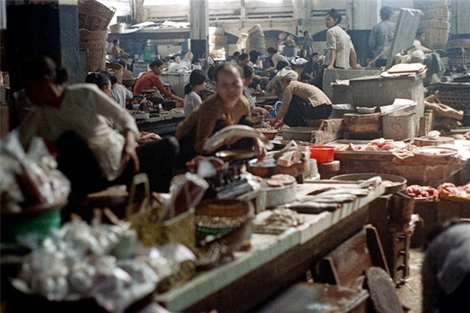 Loat anh doc ben trong cho Ben Thanh nam 1973 (2)-Hinh-5