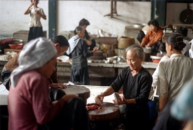 Loat anh doc ben trong cho Ben Thanh nam 1973 (2)-Hinh-7