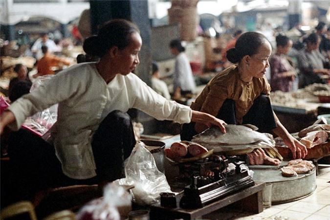 Loat anh doc ben trong cho Ben Thanh nam 1973 (2)-Hinh-8