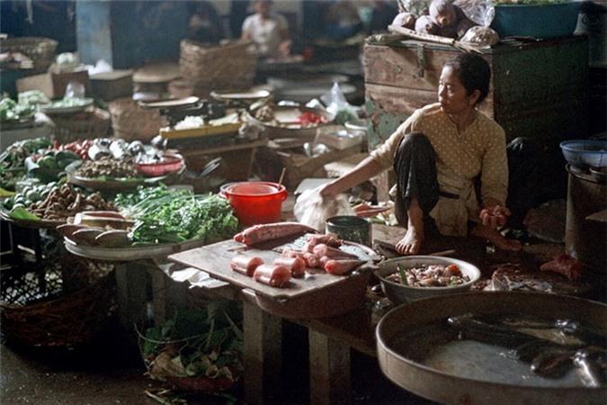 Loat anh doc ben trong cho Ben Thanh nam 1973 (2)-Hinh-9