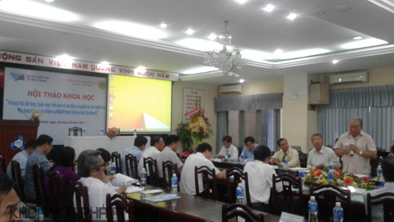 GS. Võ Tòng Xuân phát biểu góp ý tại Hội thảo