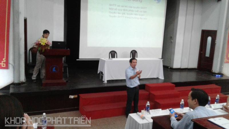 Ông Nguyễn Văn Bảy - Cục SHTT chia sẻ với sinh viên tại Hội nghị