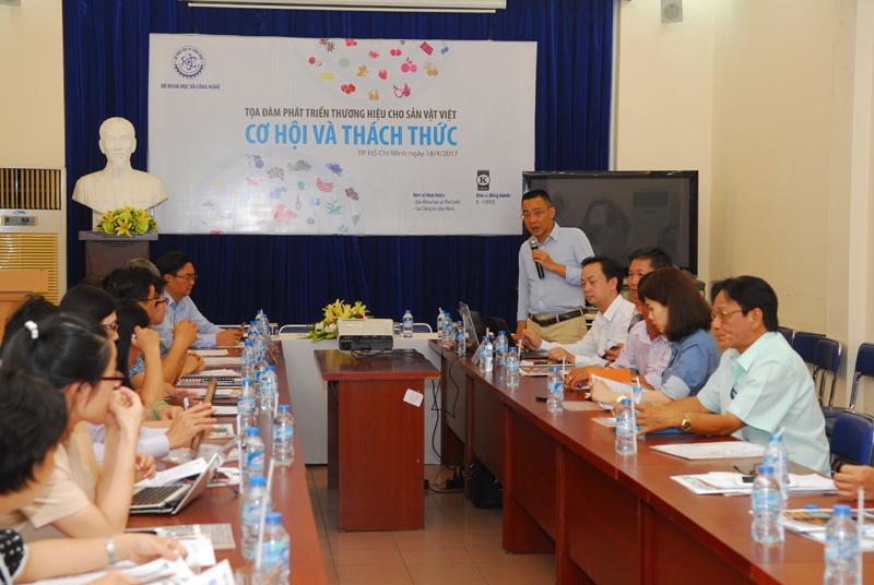 Phó Tổng biên tập báo Khoa học và Phát triển Đỗ Lê Thăng phát biểu tại tọa đàm. Ảnh: Mạnh Linh