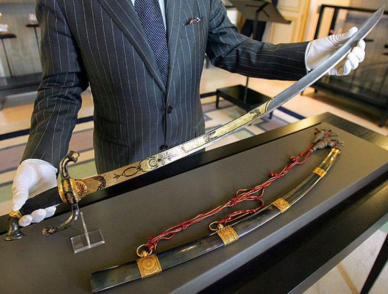 10. Thanh kiếm của Napoleon - giá: 6,4 triệu USD.