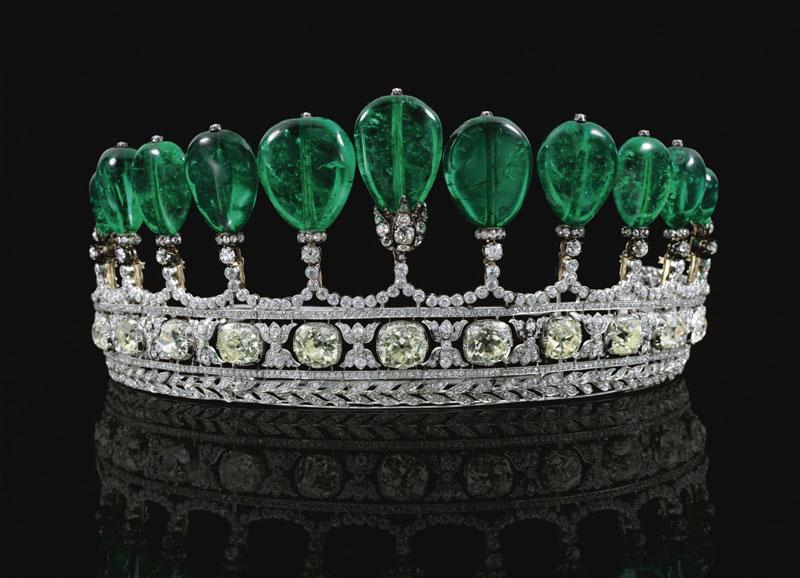 7. Vương miện Tiara - giá: 12,1 triệu USD.