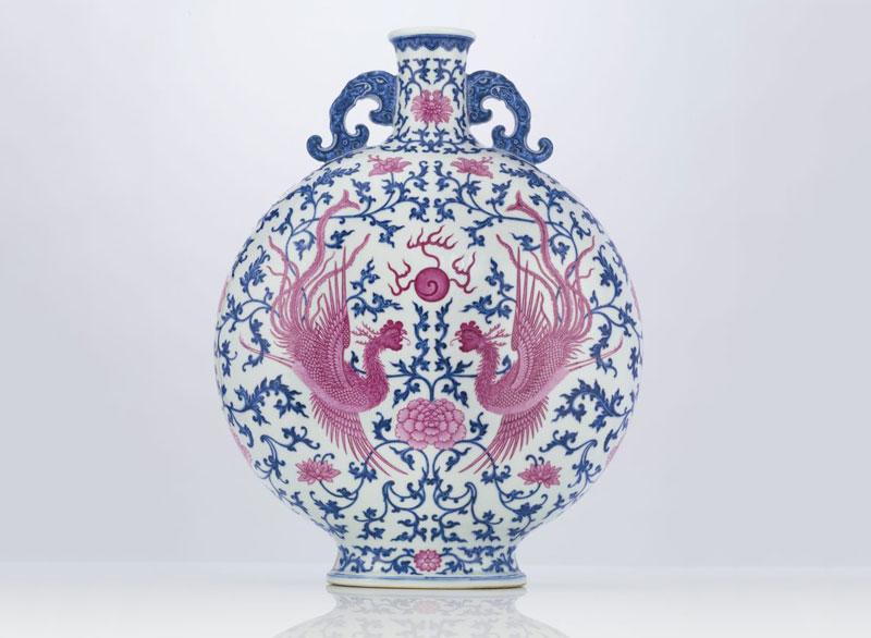 5. Chiếc bình cổ xanh-trắng được lên men màu hồng Moonflask - giá: 15,1 triệu USD.
