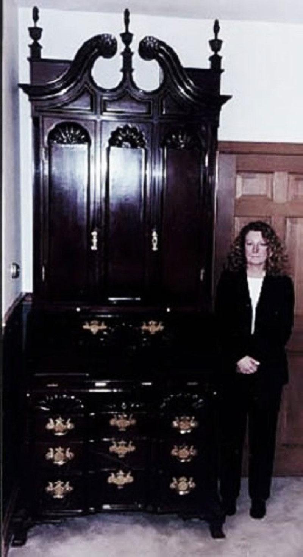 8. Bàn Thư Ký Antique của Goddard & Townsend - giá: 11,4 triệu USD.