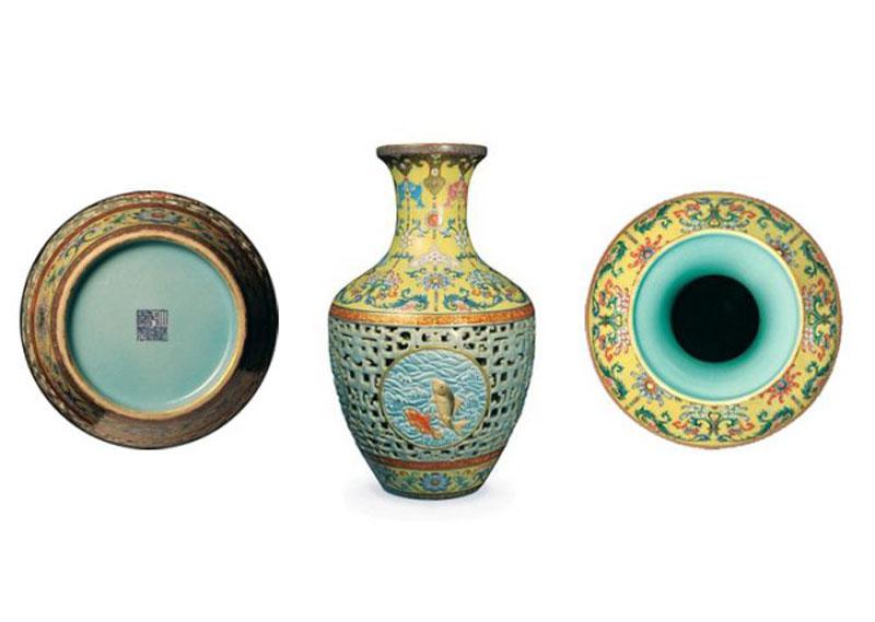 1. Chiếc bình cổ có niên đại từ nhà Thanh (Trung Quốc) - giá: 80,2 triệu USD.