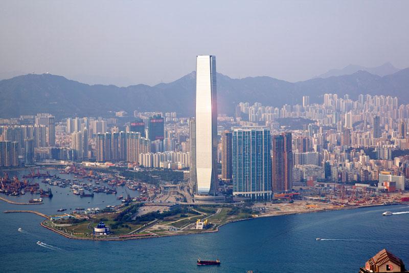 5. International Commerce Centre (118 tầng). Là toàn nhà chọc trời hoàn hoàn thành vào năm 2010 tại West Kowloon, Hồng Kông (Trung Quốc). Đây là tòa nhà cao nhất tại Hồng Kông.