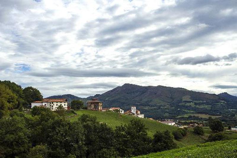 5. Azpilicuetagaraycosaroyarenberecolarrea (39 ký tự). Là tên sân bay nằm ở Azpilkueta, Navarra, Tây Ban Nha. Địa điểm này được đặt tên theo ngôn ngữ Basque.