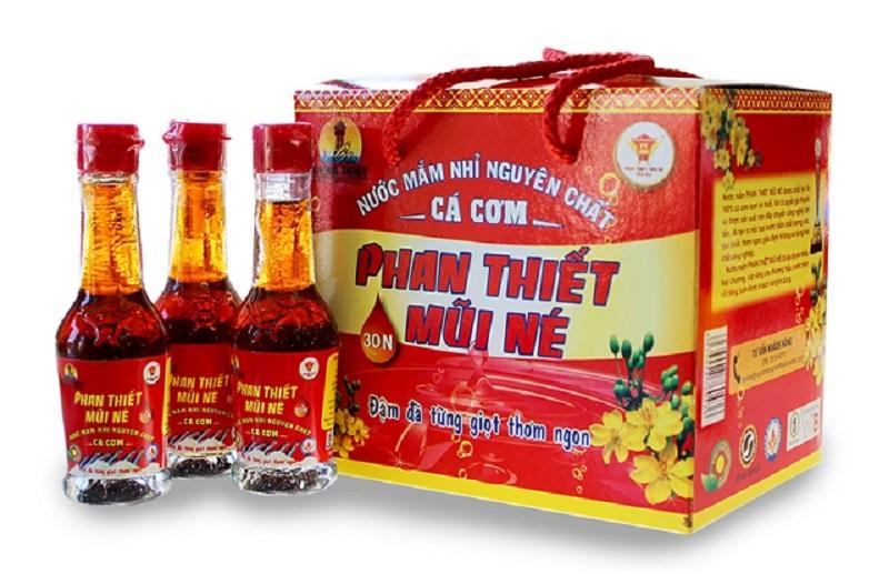 Nước mắm Phan Thiết được Tổ chức Kỷ lục Việt Nam công nhận là Top 50 đặc sản quà tặng Việt Nam (lần 1 - 2013). Ảnh: Nước mắm Phan Thiết Mũi Né.