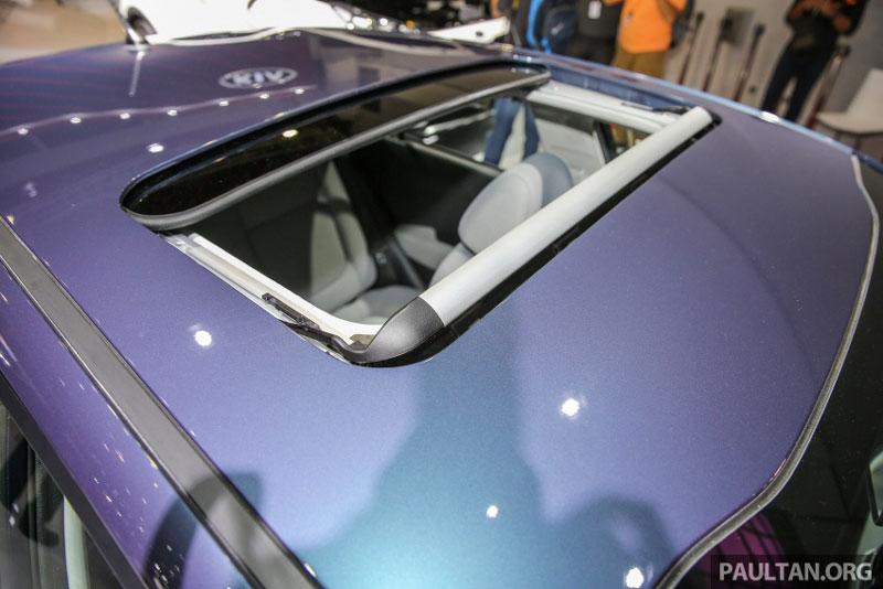 Cửa sổ trời có thể điều khiển tự động.