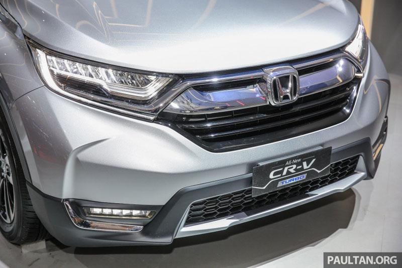 Đèn pha của Honda CR-V 7 chỗ là loại bóng halogen, đèn chiếu sáng ban ngày và đèn sương mù dạng LED.
