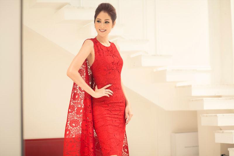 10. Farung Yuthithum. Là người mẫu, Hoa hậu Hoa hậu Thái Lan 2007. Cũng trong năm đăng quang, cô gái 30 tuổi đại diện cho đất nước Thái Lan tham dự cuộc thi Hoa hậu Hoàn vũ 2007 và dừng chân ở top 15.