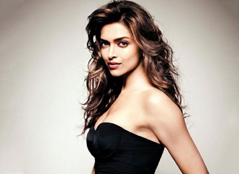 3. Deepika Padukone. Diễn viên điện ảnh Ấn Độ, xuất hiện trong nhiều bộ phim tiếng Hinđi, Tamil và Kannada. Các phim tiêu biểu của mỹ nhân sinh năm 1986 gồm Aishwarya (2006), Om Shanti Om (2007), Love Aaj Kal (2009), Housefull (2010)...