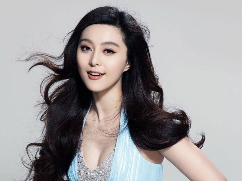 6. Phạm Băng Băng. Là nữ diễn viên, nhà sản xuất phim người Trung Quốc. Mỹ nhân 35 tuổi từng nhận giải Nữ diễn viên xuất sắc nhất Liên hoan phim quốc tế Tokyo, Liên hoan phim Sinh viên Bắc Kinh, Liên hoa phim Á Âu và Giải điện ảnh Bách Hoa.