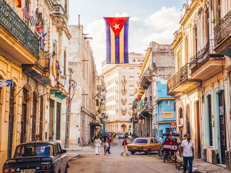 5. Thủ đô Havana. Là thành phố lớn nhất và là Thủ đô của Cuba. Đây là trung tâm chính trị, văn hóa, kinh tế của Cuba. Thành phố được xem là một trong những điểm đến lý tưởng nhất vùng Caribean.