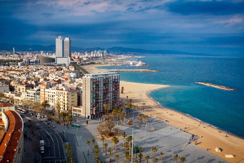10. Barcelona. Là thành phố lớn thứ 2 Tây Ban Nha. Thành phố là trung tâm văn hóa, kinh tế của Tây-Nam châu Âu. Với những công trình kiến trúc độc đáo và các bảo tàng có giá trị lịch sử thế giới, Barcelona là điểm đến vô cùng lý tưởng cho du khách năm châu.