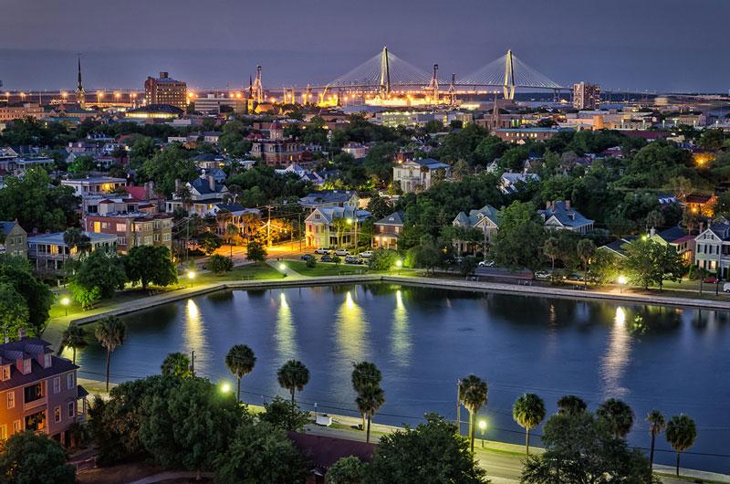 2. Thành phố Charleston. Thành phố lớn thứ 2 của tiểu bang Nam Carolina, Mỹ. Phía Đông giáp Đại Tây Dương. Với lịch sử phong phú, cảnh quan thiên nhiên đẹp, Charleston là lựa chọn hoàn hảo cho du khách muốn đi nghỉ dưỡng trong Hè 2017.