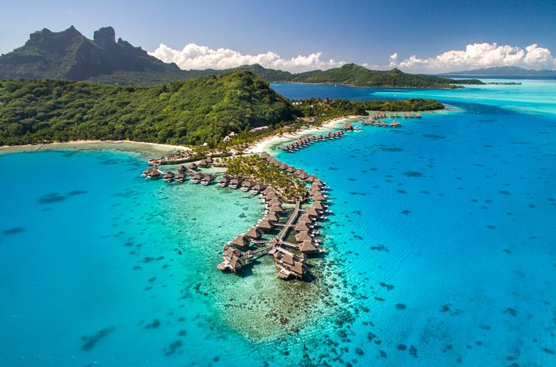 7. Bora Bora. Hòn đảo tại Polynesie thuộc Pháp, cộng đồng hải ngoại của Pháp ở Thái Bình Dương. Đảo được ví như một thiên đường hạ giới cho những người yêu thích du lịch biển.