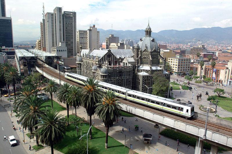 4. Thành phố Medellin. Là đô thị thuộc bang Veracruz, Colombia. Thành phố này nằm trong thung lũng núi với độ cao 1.525m trên mực nước biển. Nhờ có kiến trúc đẹp, nền văn hóa và lịch sử phong phú, thành phố trở nên vô cùng cuốn hút và luôn là một trong những lựa chọn hàng đầu cho du khách thập phương.