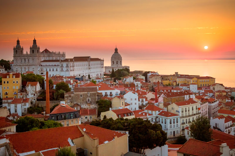 9. Thủ đô Lisbon. Đây là trung tâm hành chính và kinh tế giàu nhất Bồ Đào Nha. Lisbon được công nhận là một thành phố toàn cầu bởi vì tầm quan trọng của nó trong lĩnh vực tài chính, thương mại, phương tiện truyền thông, giải trí, nghệ thuật, thương mại quốc tế, giáo dục và du lịch.