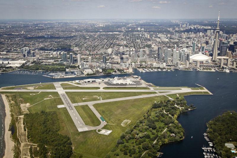 10. Sân bay Billy Bishop Toronto City (sân bay đảo Toronto). Là sân bay nhỏ nằm trên quần đảo Toronto ở Toronto, Ontario, Canada. Đây cũng là một trong những sân bay bận rộn nhất Canada.