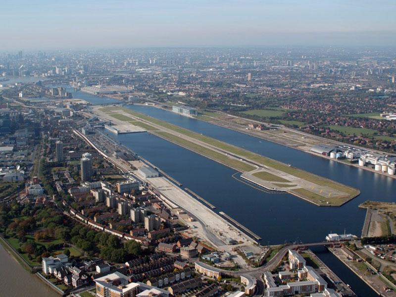 6. Sân bay London City. Sân bay nằm ở phía Đông của Thủ đô London, Anh. Đây cũng là một trong những sân bay bận rộn nhất xứ sở sương mù.