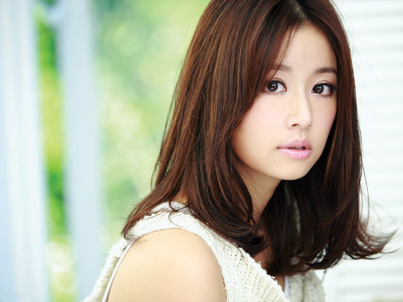7. Lâm Tâm Như - lượt theo dõi: 74.488.043 người. Nữ diễn viên, ca sĩ, nhà sản xuất nổi tiếng người Đài Loan, Trung Quốc. Mỹ nhân sinh năm 1976 được chú ý đến nhờ vai Hạ Tử Vi trong trong phim truyền hình Hoàn Châu Cách Cách.