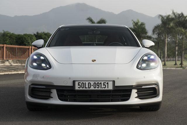 Porsche Panamera 4S 2017 - cái giá của 8 tỷ tại Việt Nam. Thiết kế tỉ mỉ đến từng đường cong, công nghệ hiện đại và khả năng vận hành làm nên sức hấp dẫn của mẫu xe có giá bằng 2 căn nhà. (CHI TIẾT)